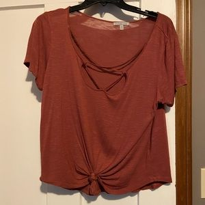 Strappy tee tie or untie for longer look